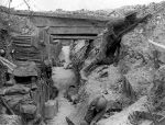 A German trench occupied by British Soldiers near the Albert-Bapaume road at Ovillers-la-Boisselle, July 1916 during the Battle of the Somme. The men are from A Company, 11th Battalion, The Cheshire Regiment. Quelle [5]