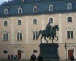 ...das bronzene Reiterdenkmal von Weimars berühmtestem Fürsten, Großherzog Carl-August von Sachsen-Weimar-Eisenach. ... [1]