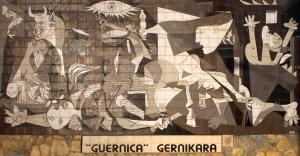 Nachbildung des Gemäldes in Form von Kacheln als Wandbild in Originalgröße in der Stadt Guernika Bildquelle. [b]