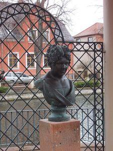 Büste der Christiane Vulpius in den Kuranlagen von Bad Lauchstädt Bildquelle [B]