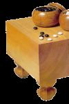 (Japanischer) Go-Tisch mit   Steinen und den hölzernen Schalen Bildquelle: {B]