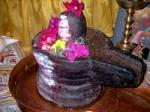 """Die Schale mit dem in ihr ruhenden Stein, """"das heiligste Liebessymbol und Symbol des ewigen Lebens"""" Bildquelle [B]"""